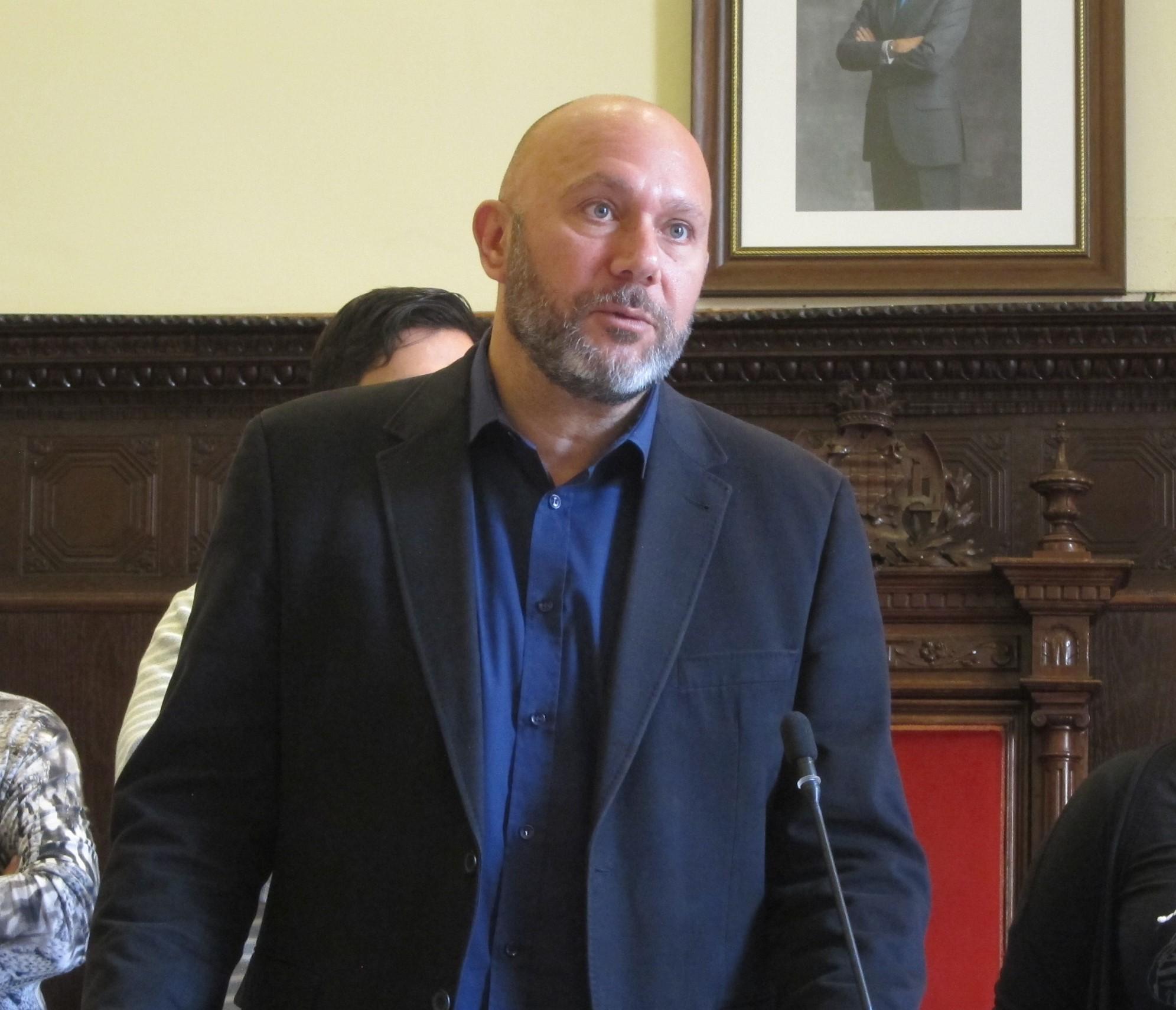 """EL diputado de IU Ricardo Sixto pregunta al Gobierno por la """"dejación de funciones"""" que en su opinión hace la CHS"""
