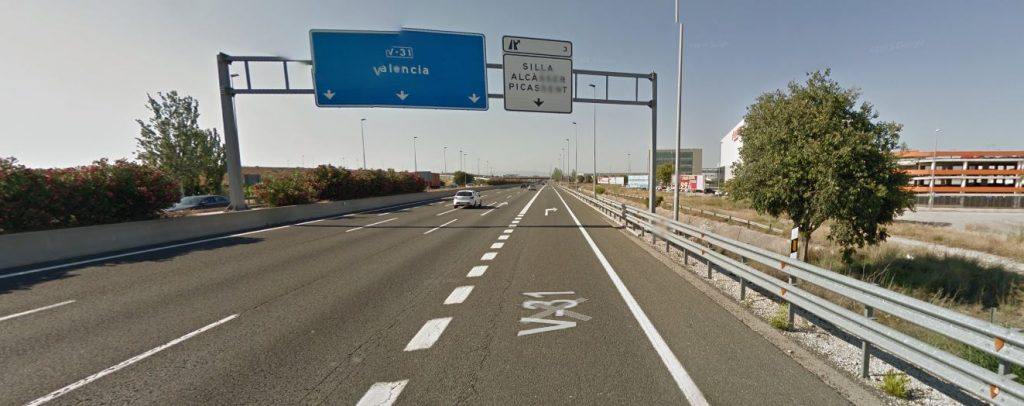 La V-31 o pista de Silla al seu pas pel municipi.